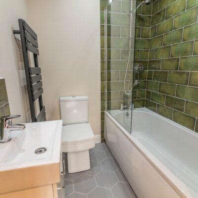 Bathroom design with green tiles
